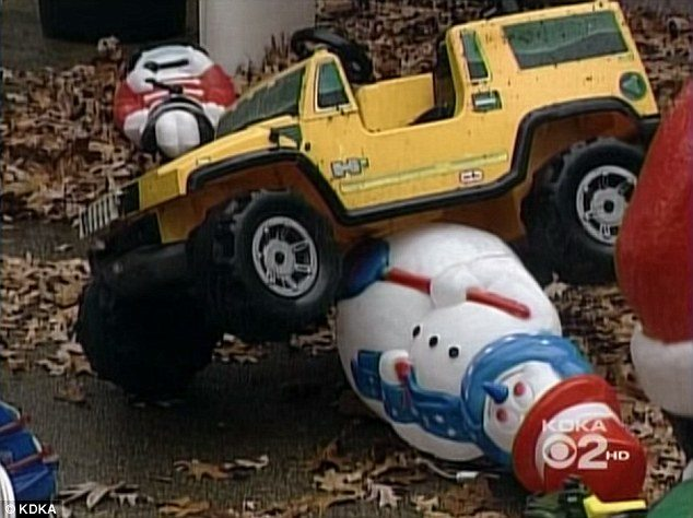 smashed snowman - Jeep Christmas Decorations